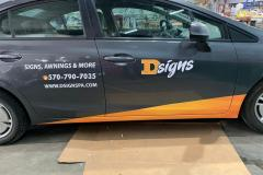 Close up of D-Signs Logo on car wrap