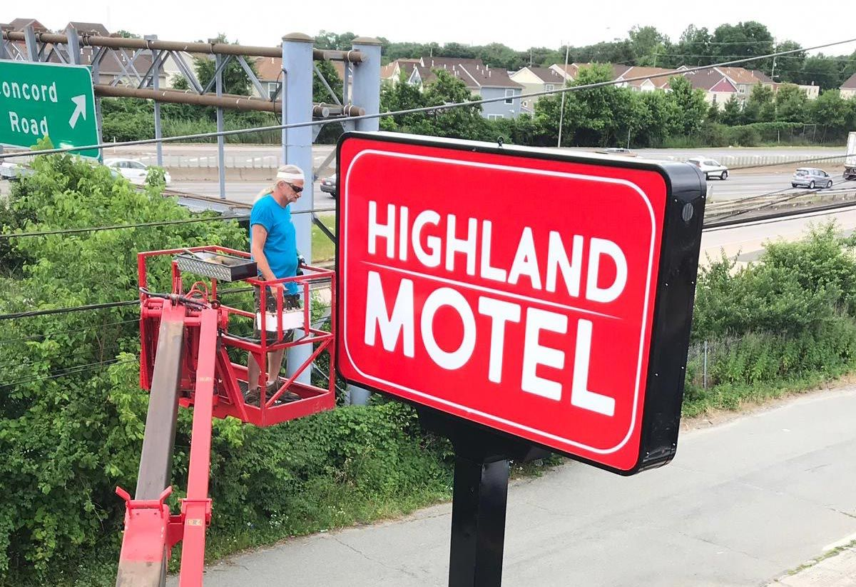 Sign repairman fixing a pylon sign in Stroudsburg, PA